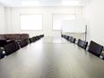 会議用デスク・椅子付き